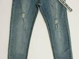 Голубые летние узкие рваные джинсы для девочки с поясом 152