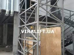 Грузовой подъёмник в металлической шахте Одесса Украина.