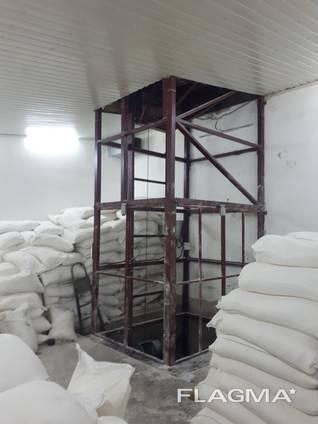 Металлокаркасный шахтный подъёмник для склада 2000 кг