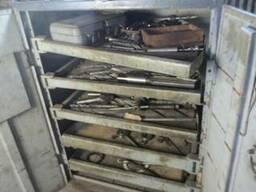 Инструментальные тумбочки, шкафы, стеллажи, слесарные верста