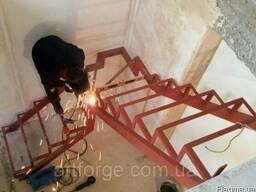 Каркас лестницы г-образный (поворотный)