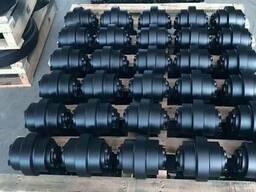 Каток опорный 22709401 Doosan Dx300