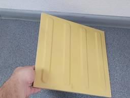 Тактильная плитка керамогранитная 300х300х10 полоса