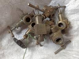Клапан запорный угловой ду4 ру200