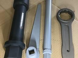 Ключ для гаек болтов крепления крышки цилиндра к блоку дизеля Д42 и Д43