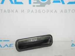 Кнопка открытия двери багажника с подсветкой номера Ford Focus mk3 15-18 рест 5d. ..