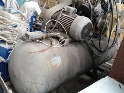 Компрессор воздушный гаражный поршневой ГСВ-1/12 модель 1101В5.