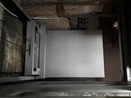 Консольный грузовой подъёмник в подвал г/п 400 кг