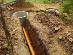 Копка траншеи под канализацию, земляные работы