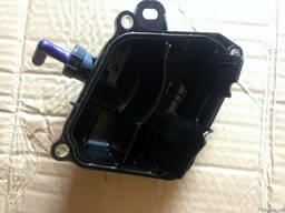 Корпус масляного фильтра PE01-13-570 на Mazda CX-5 12- (мазд