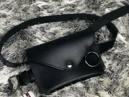 Кожаная женская сумка на пояс Moris черного цвета