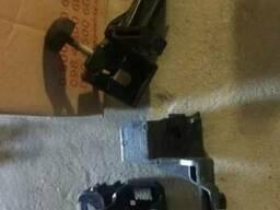 Крепление фары левое ( из двух частей) Ford Fusion USA