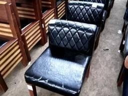 Кресла черные кож зам б/у