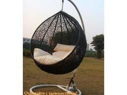 Подвесное кресло с белым ротанго