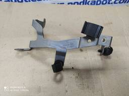 Кронштейн электропроводки VAG Skoda Octavia A5 1.6 mpi 06A971858R
