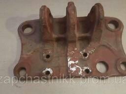 Кронштейн навески 70-4605017-А (МТЗ, Д-240) гидроцилиндра. ..