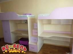 Кровать-чердак с рабочей зоной, шкафом и лестницей-комодом (