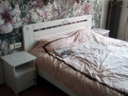 Кровать шпонированная или из массива дерева