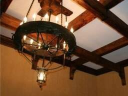 Круглая деревянная люстра