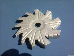 Крыльчатка стальная нова диаметром 133 мм.