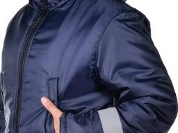 Куртка прямого кроя.