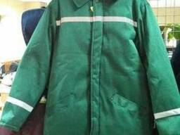 Куртка рабочая зимняя, зеленая с свп полосами и капюшоном