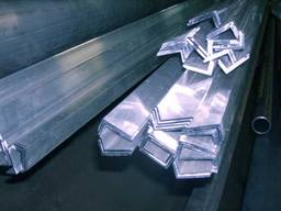 Кутник алюмінієвий 210х40х4/3 / б. п.