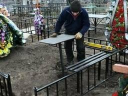 Лавочки и столы на кладбище, Днепропетровск.