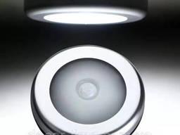LED светильник с датчиком движения на батарейке. ..