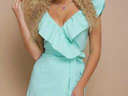 Легкое летнее платье-сарафан на запах с воланом