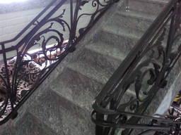 Лестница для дома из натурального камня. Мрамор. Гранит