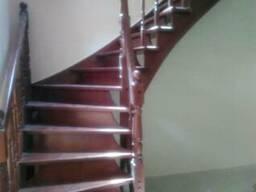 Лестница из ясеня поворотная