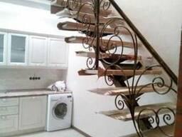 Лестница на центральном (моно) косоуре