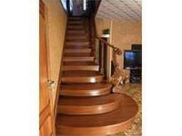 Лестница с заходными ступенями (ясень)