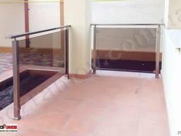 Лестница стеклянная, перегородки и перилла