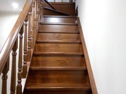 Лестницы для дома из массива дерева на заказ