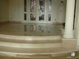 Лестницы из мрамора, кварцита, гранита, мраморные ступени