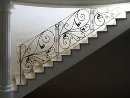 Лестницы металлические с элементами художественной ковки.