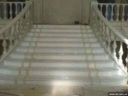 Лестницы из мрамора под ключ