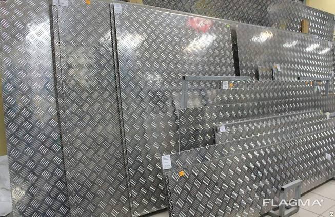 Алюминиевый рифленый лист для фитнес - залов и авто-заправок