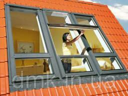 Мансардное окно Fakro FTP-V U5 среднеповоротное с автомат. вент. щелью V40P и. ..