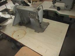 Машинка швейна промислова зі столом