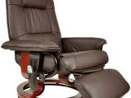 Массажное кресло выполнено в форме, напоминающее обычное. Но