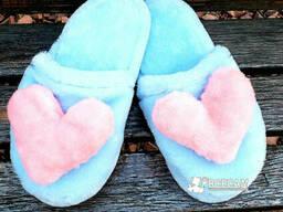 Меховые голубые домашние женские тапочки с сердцем