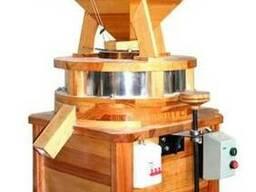 Мельница ( млин ) жерновая для цельнозерновой муки для зерна