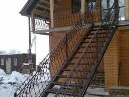 Металлические лестницы межэтажные, фасадные
