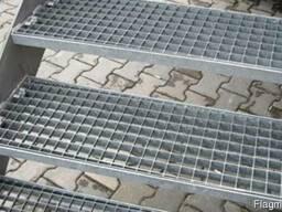 Металлические ступени из решетчатого настила