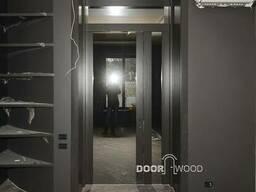 Між кімнатні двері з прихованими петлями з масиву.