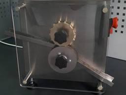 Мини-машина для формовки карамельных конфет типа «подушечка»
