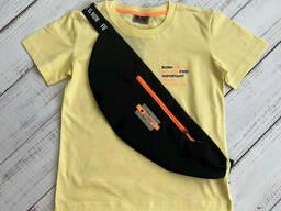 Модная футболка с сумкой - бананкой для мальчика желтого цвета 152